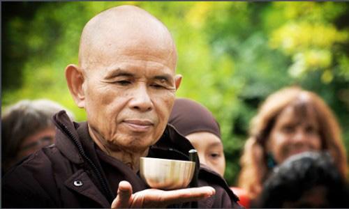 Thiền sư Thích Nhất Hạnh một đời dạy thở từ Đông sang Tây