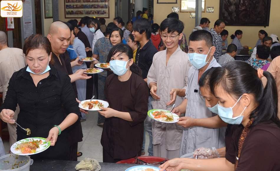 Khi làm công quả, chấp tác Phật sự chúng ta có tu hay không?