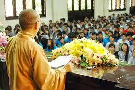 Khi người trẻ đi chùa