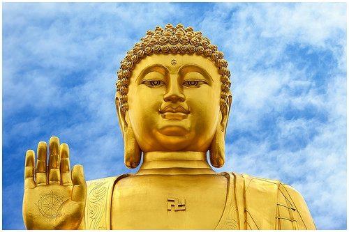 Niệm Phật bốn chữ hay sáu chữ