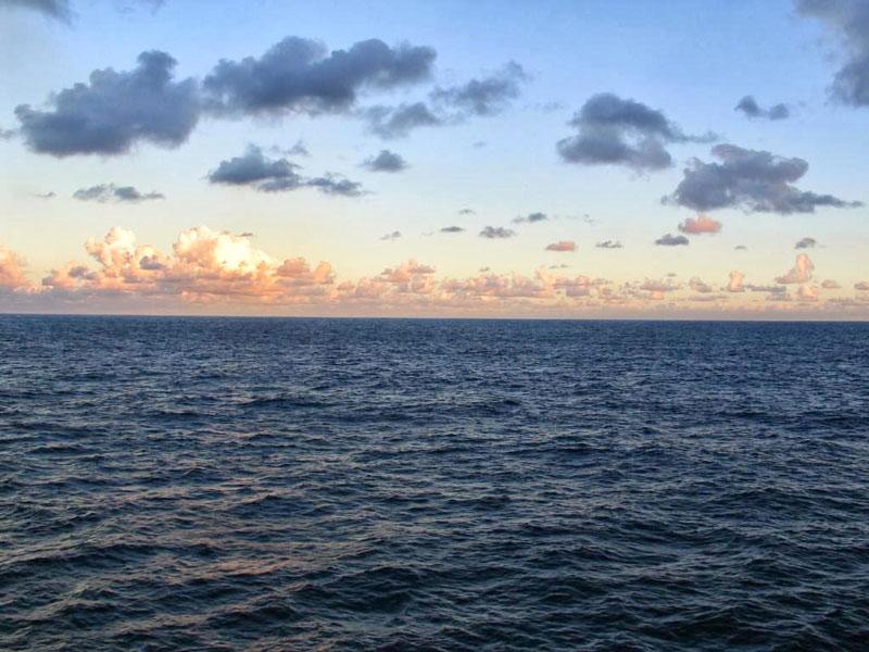 Biển lớn không dung chứa tử thi