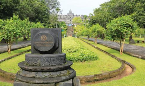 Borobudur Một Năm, Một Tháng Và Một Ngày