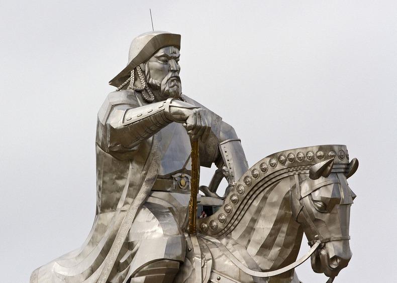 Bức Tượng Thành Cát Tư Hãn khổng lồ giữa thảo nguyên Mông Cổ