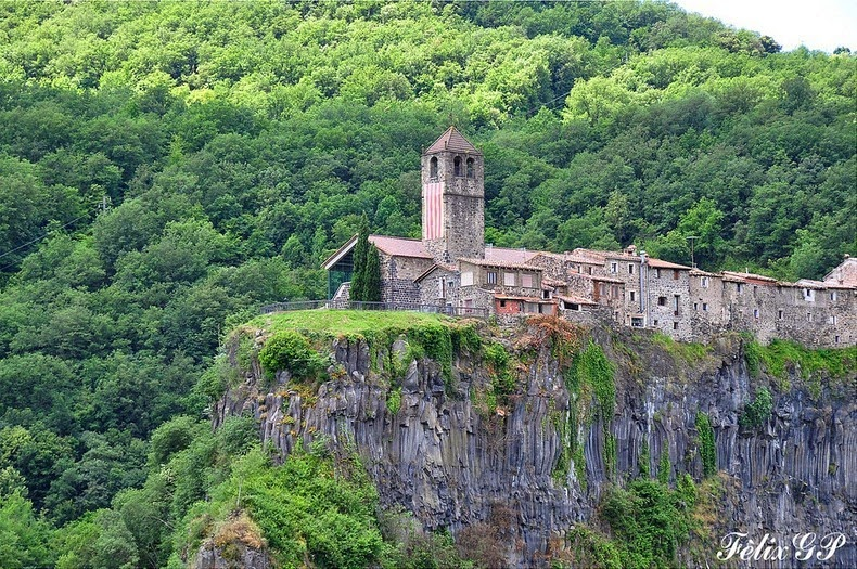 Castellfollit de la Roca - ngôi làng nhỏ bé tuyệt đẹp của Tây Ban Nha