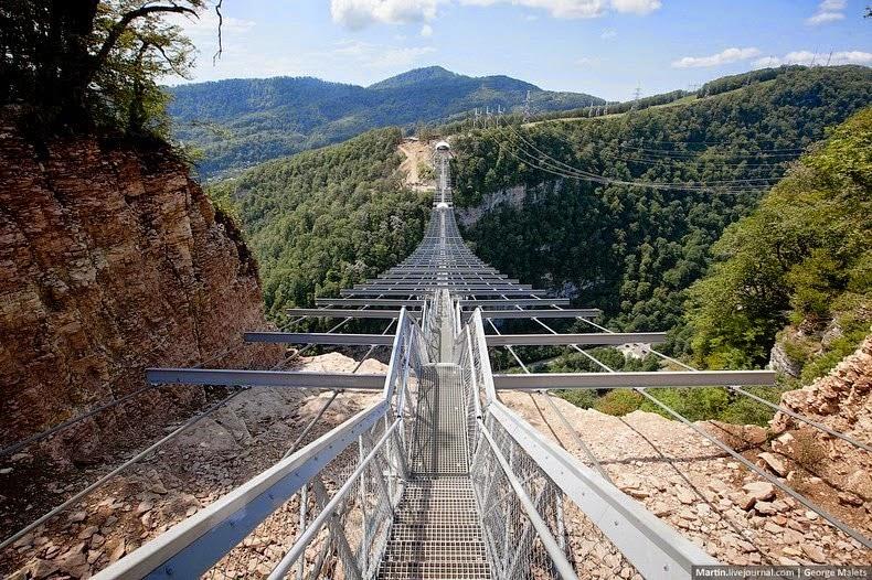 Cầu treo dành cho người đi bộ dài nhất thế giới