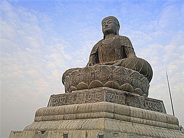 Chiêm ngưỡng nét đẹp của 10 pho tượng Phật lớn nhất Việt Nam
