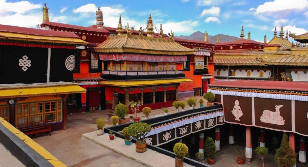 Chùa Đại Chiêu Tự Thu Hút Khách Hành Hương Nhiều Nhất Ở Tây Tạng