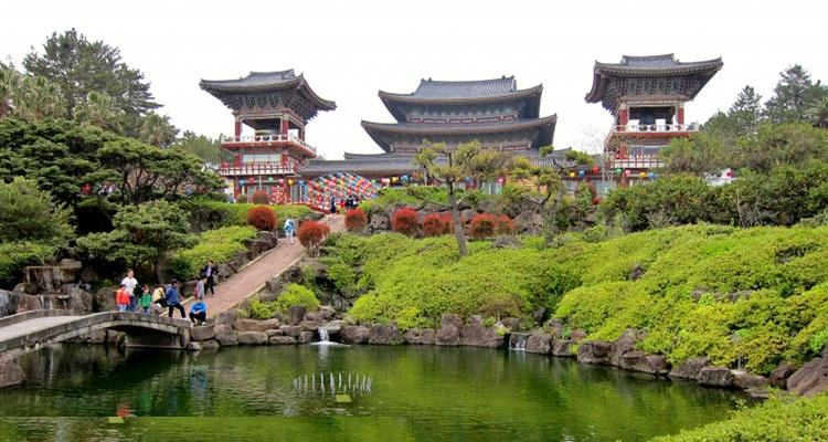 Ghé Thăm Ngôi Chùa Yakcheonsa Nổi Tiếng Trong Chuyến Du Lịch Hàn Quốc
