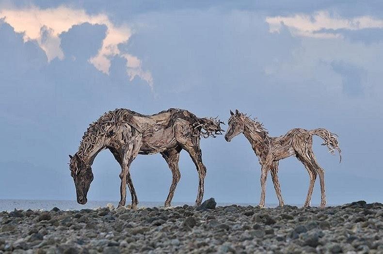 Những chú ngựa gỗ mừng năm mới