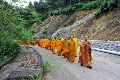 Sinh viên nơi cửa Phật